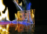 billet de banque en feu
