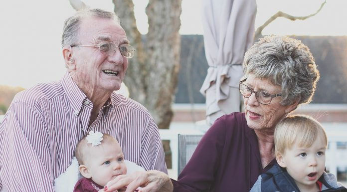 retraités et leurs petits-enfants