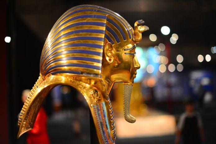 Masque en or égyptien